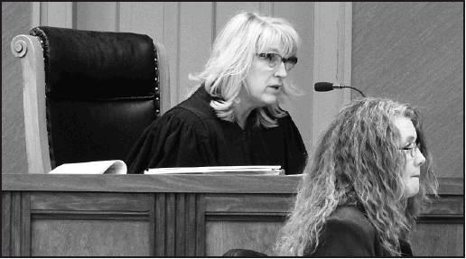 Chief Judge of the 12th Judicial District, Kim Cudney talks to the jurors before they recess to the jury room to make a verdict in the six day Chuck Fleming murder trial.